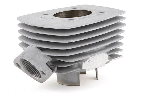 cylindre doté d'ailettes moulées pour son refroidissement